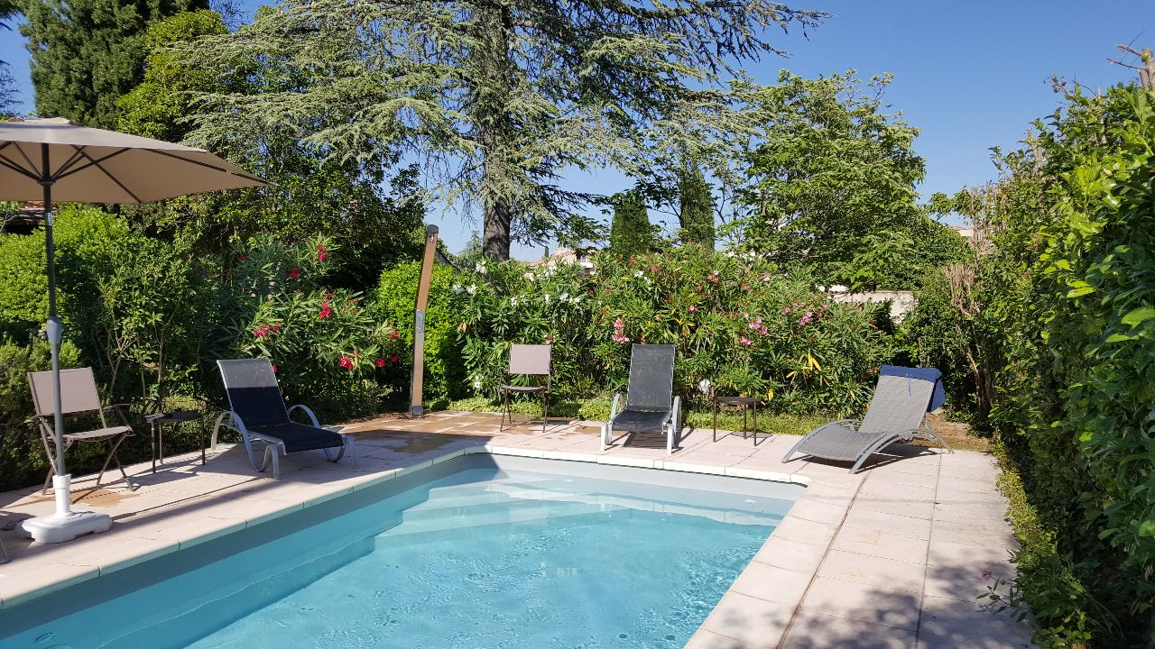 Ein ferienhaus mit garten und pool in provence for Gartenpool 3m